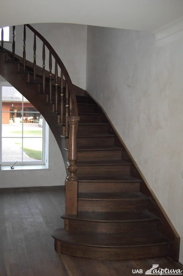 Wooden staircase with wooden railings U1