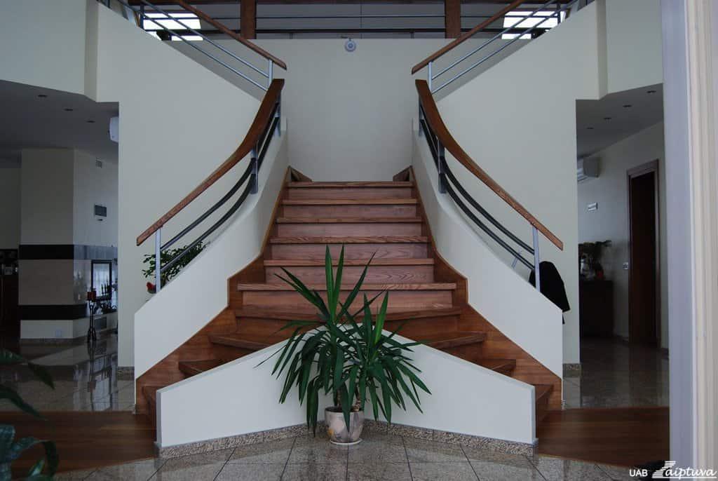 Mediniai-laiptai