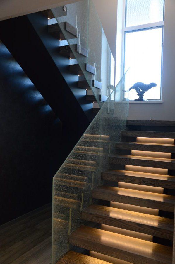 Metalinės konstrukcijos laiptai M11