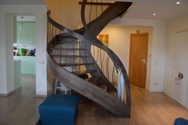 Mediniai laiptai U3