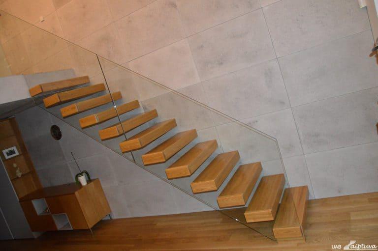 Konsoliniai laiptai C1