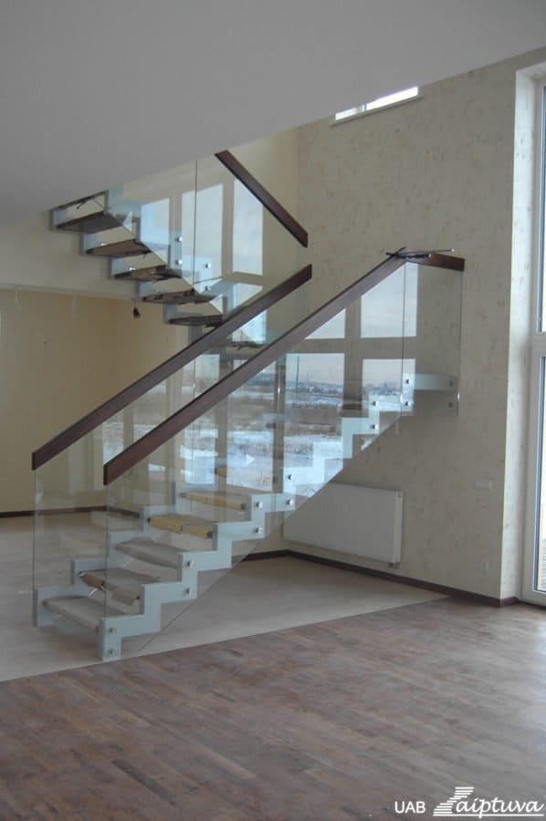 Metalinės konstrukcijos laiptai M18