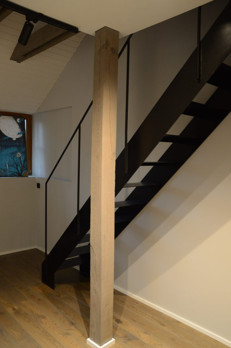 Metal construction staircase M29
